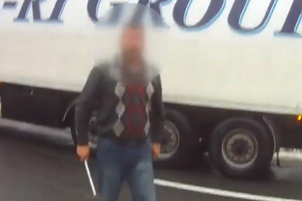 В Черниговской области дальнобойщик из Турции бросался на полицейских с ломом