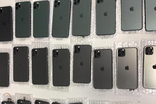 Украинец пытался провезти в штанах партию iPhone 11 на 30 тысяч долларов