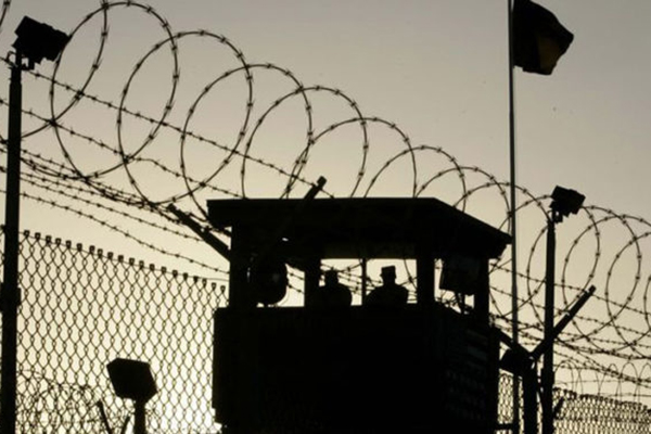 Тюремщика посадили на шесть лет за доставку наркотиков в колонию