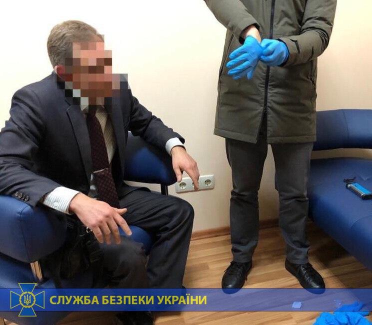 В Черкассах главврач больницы хотел 80 тысяч гривен от бизнесмена