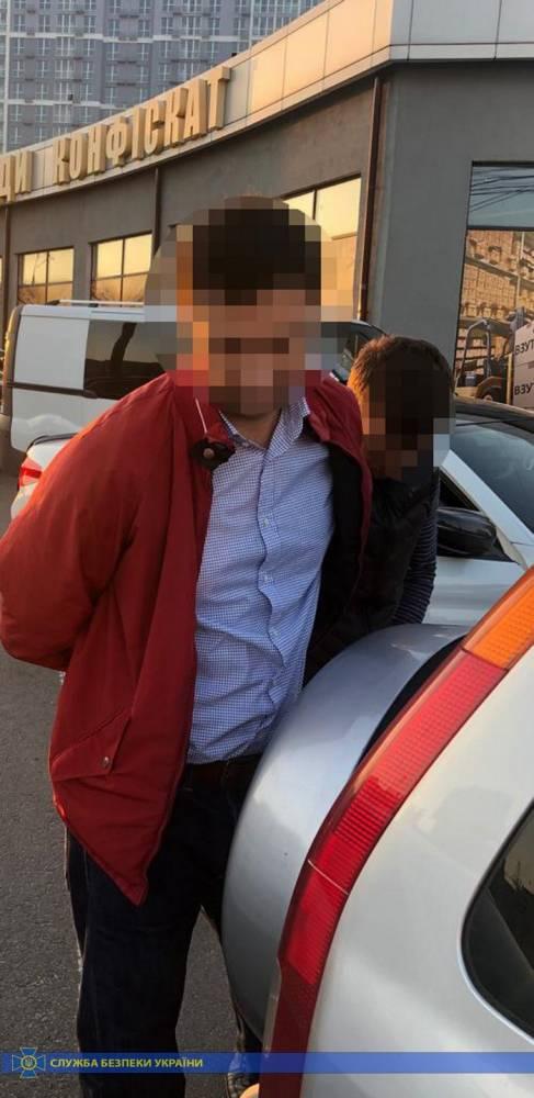 В Киеве депутат угрожал местным бизнесменам и требовал более 800 тысяч долларов несуществующего долга