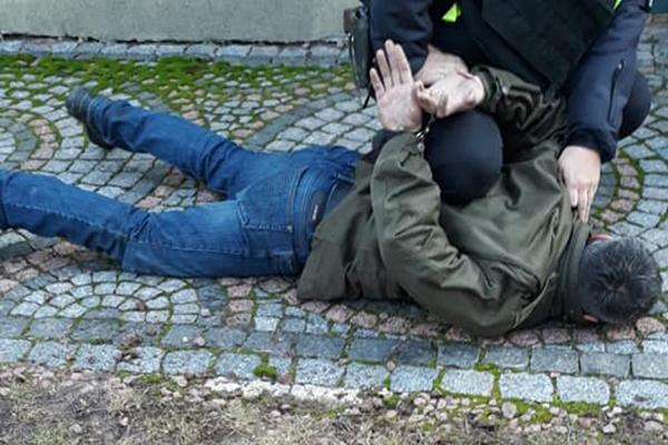 Пьяный мужчина обстрелял колонну военных автомобилей под Киевом