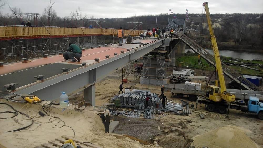 Строителей моста в Станице Луганской, который открывал президент, уличили в хищениях