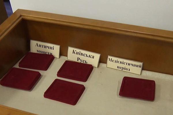 Из краеведческого музея Новограда-Волынского украли более 100 экспонатов