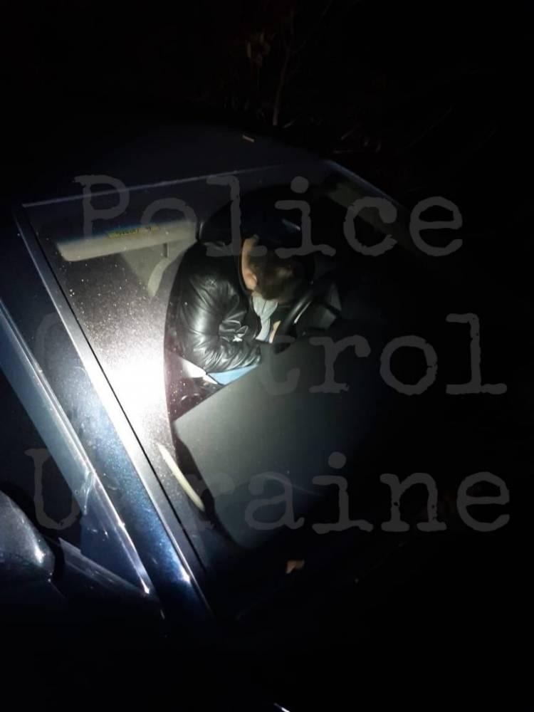 В Харькове пьяный полицейский подрался с охраной стоянки и угрожал патрульным