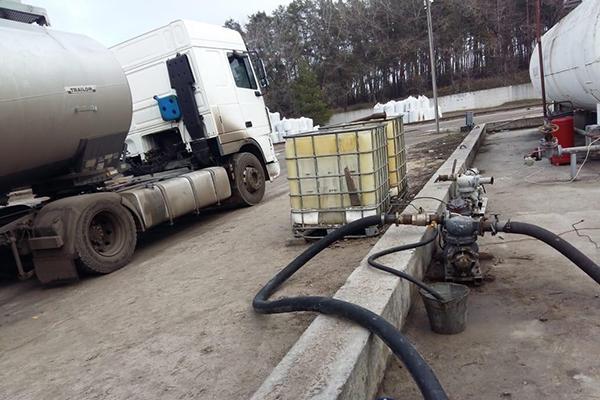 На нефтебазах в Кировоградской области делали поддельное топливо
