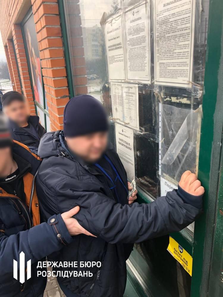 Во Львове офицер полиции взял брата для сбора взяток