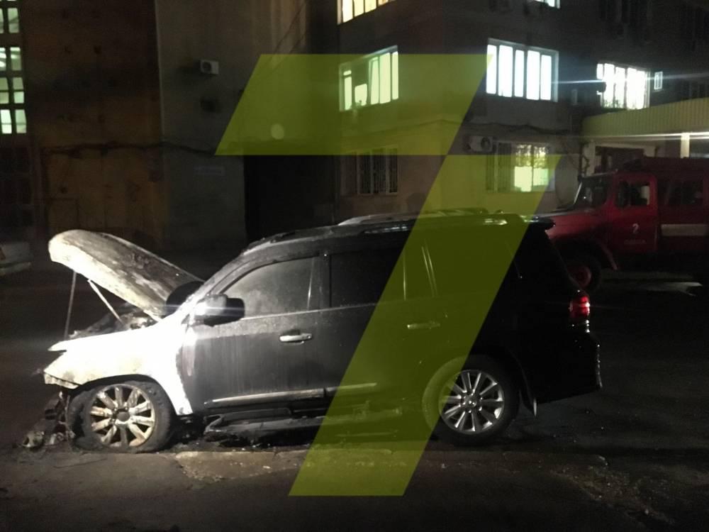 В Одессе подожгли автомобиль депутата облсовета