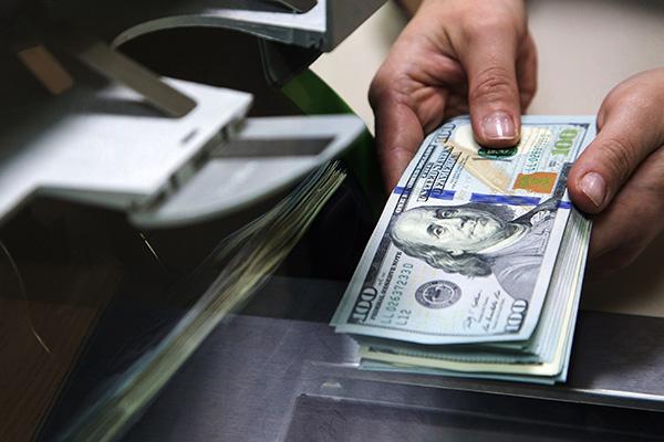 Директор банковского филиала в Харькове украл у клиента 54 тысяч долларов