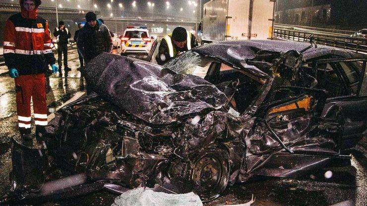 В Киеве в аварии погиб полицейский