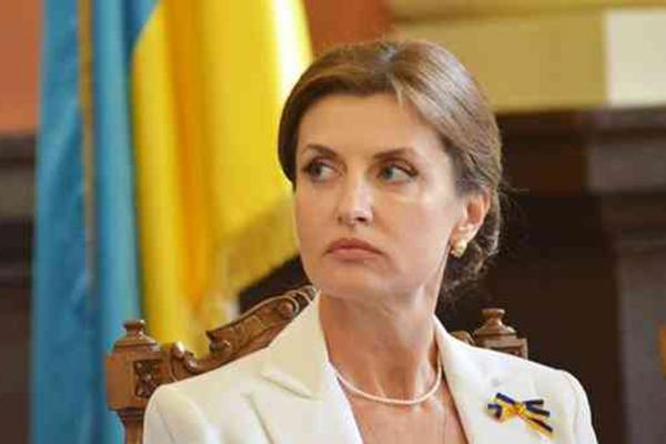 Жена Порошенко решила досрочно уволиться из культурного фонда из-за давления Офиса президента