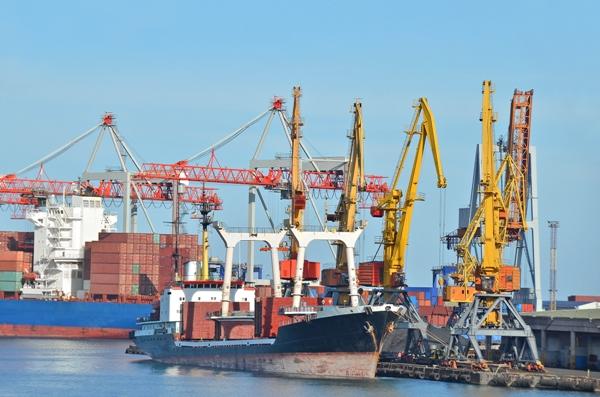 Руководство порта «Ольвия» массово увольняет работников, шантажируя оставшихся лишением премий
