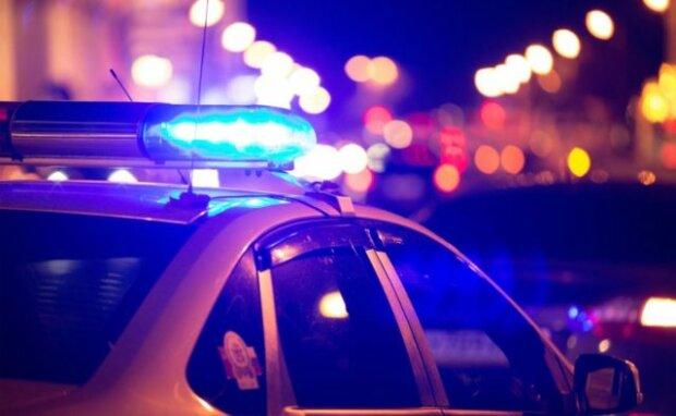 В Киевской области полицейского пытались ранить ножом