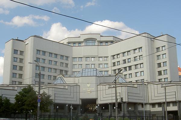 Конституционный суд купил Volkswagen Transporter за два миллиона у связанной с нардепом фирмы