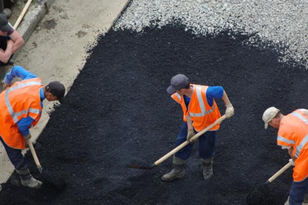 Ивано-Франковский чиновник помог подрядчикам украсть миллион гривен на ремонте дорог