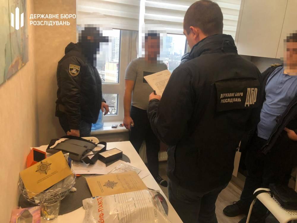 В Одессе начальник полицейского изолятора украл у бизнесменов 20 тысяч евро
