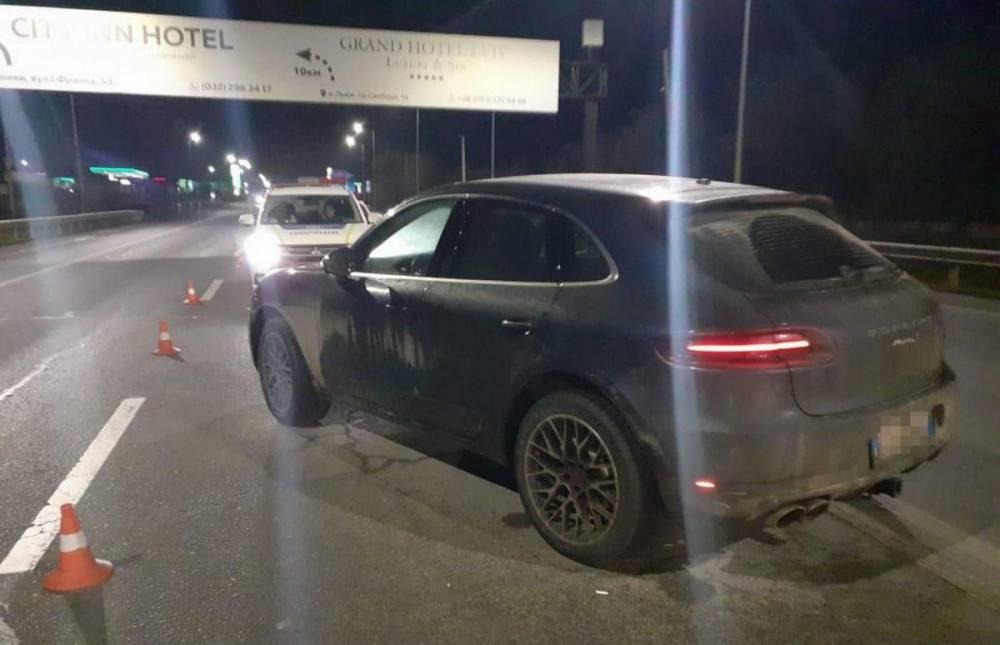 В Гамалиевке водитель Porsche сбил полицейского