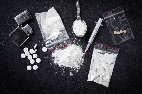 В Черкасской области работник исправительной колонии поставлял заключенным наркотики