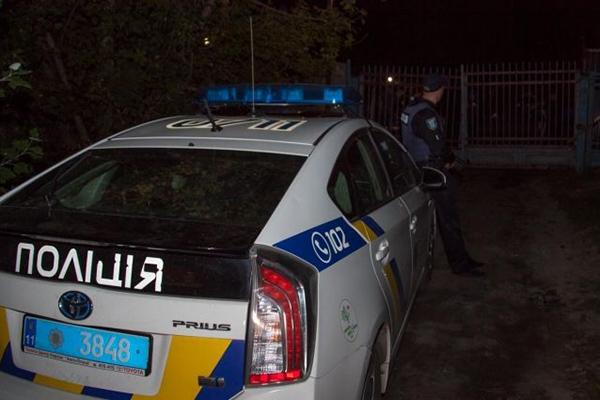 В Хмельницкой области пьяный водитель сбежал от полицейских и напал на них дома