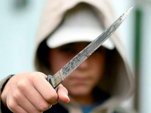 В Рахове участник драки напал с ножом на патрульных