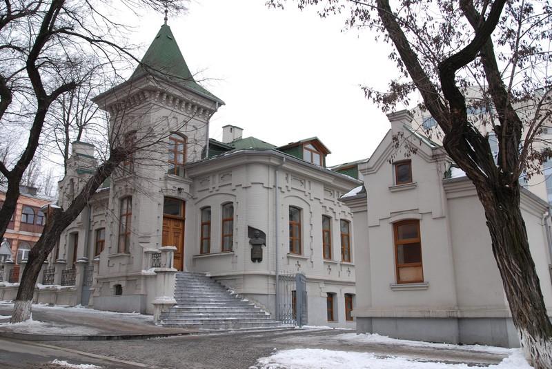 «ПриватБанк» выставил на продажу резиденцию Брежнева в Днепре за 98 млн гривен