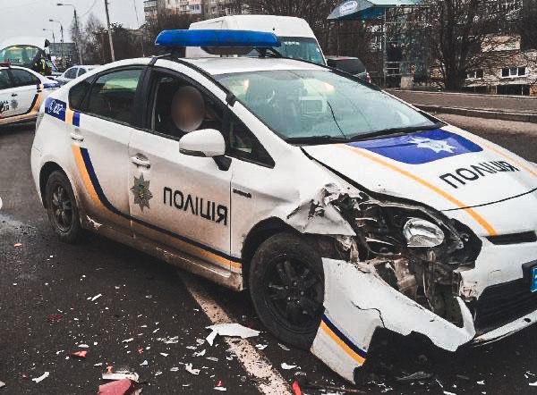 В Ровно патрульные спровоцировали ДТП