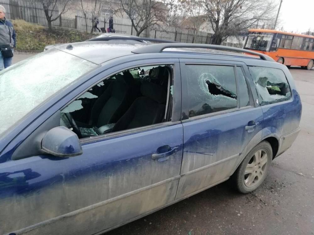 В Александрии пьяный патрульный с друзьями избил мужчину и повредил его машину