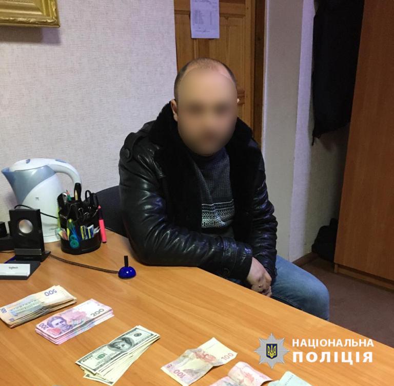В Славуте браконьер предложил полицейскому 50 тысяч гривен
