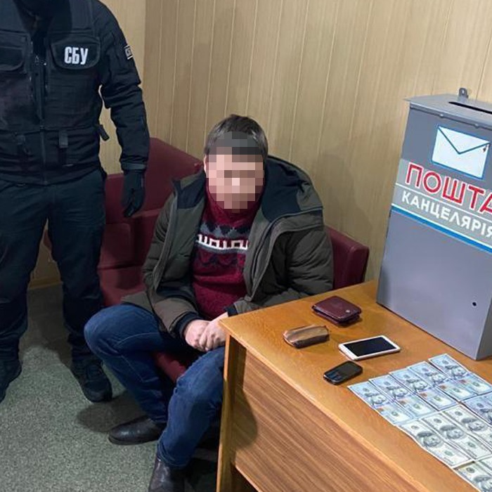 В Киеве на взятке попался главный юрист оборонного завода «Генератор»