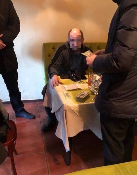 В Киеве мужчина отдал мошенникам 20 тысяч долларов за пост начальника колонии