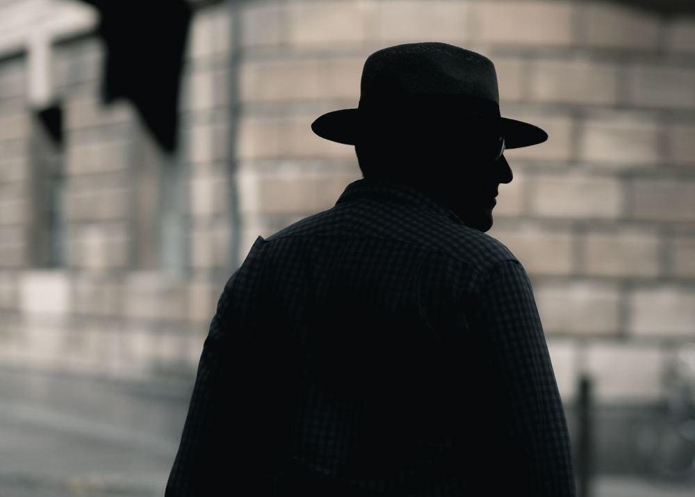 Частные детективы в Днепре занимались телефонной прослушкой и торговали банковскими данными