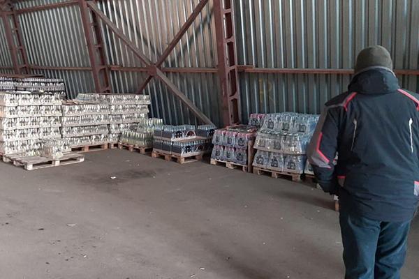 В Днепре на подпольных складах нашли контрафактный алкоголь на четыре миллиона гривен