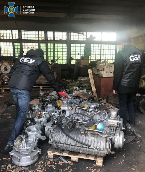 Львовский бизнесмен попался на контрабанде двигателей к бронемашинам