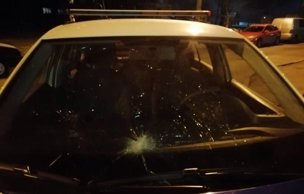 В Белой Церкви телефонный хулиган разбил стекло в полицейском авто