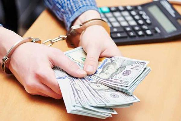 Белоцерковский полицейский  получал взятки от наркодилера