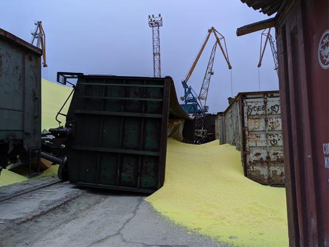 В Черноморском порту обрушились стены хранилища с серой