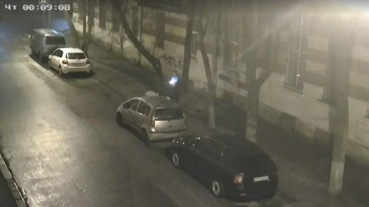 СБУ вышла на заказчика поджога авто львовского журналиста — в деле замешан полицейский