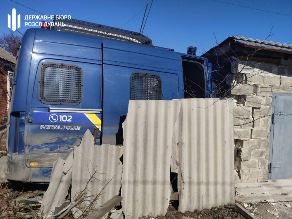 В Мариуполе патрульный спрятал разбитую служебную машину