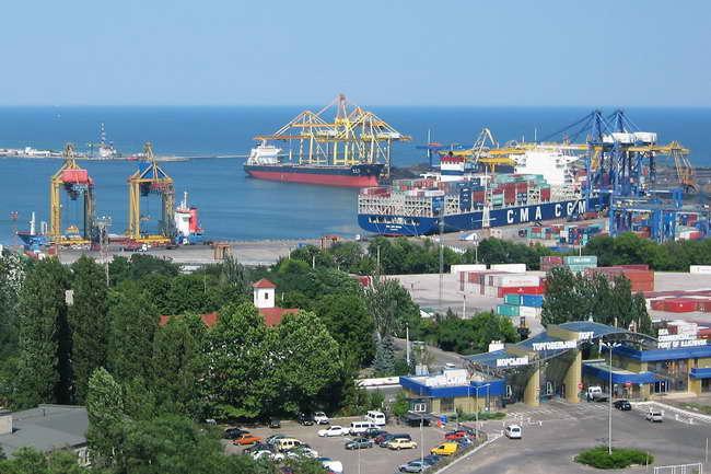 В Черноморском порту перед концессией решили сократить персонал