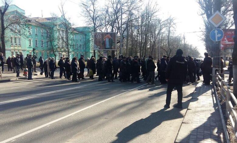 Рабочие Херсонского завода карданных валов протестуют против рейдерского захвата