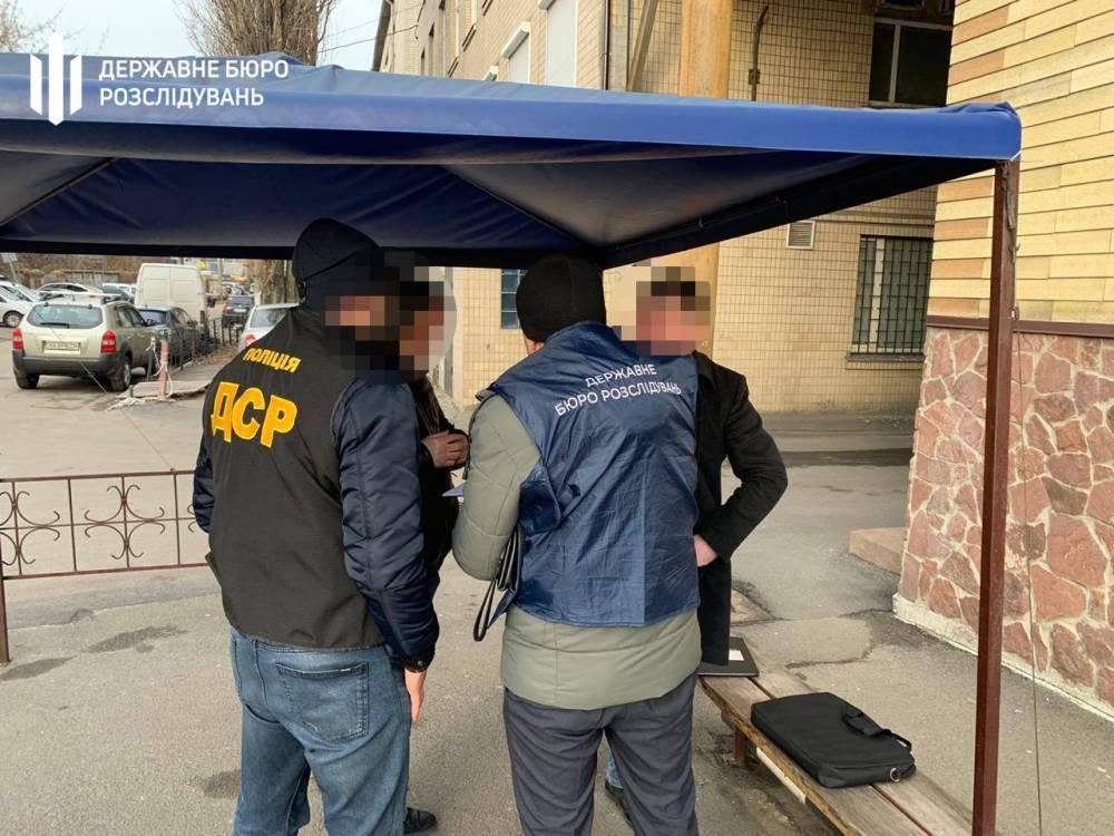 ГБР вручило подозрение пособнику чиновника Секретариата Кабмина за получение «отката»