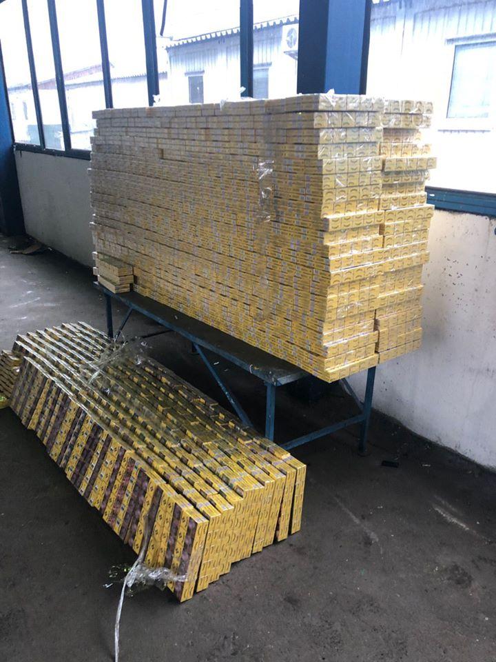 Волынские таможенники пресекли контрабанду 12,5 тысяч пачек сигарет