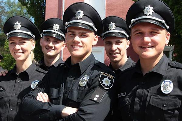 В Сумской области пятерым полицейским вручили подозрения в систематическом вымогательстве