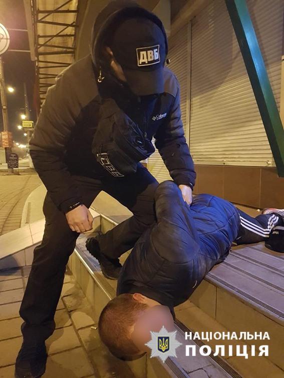 В Хмельницком за вымогательство денег задержали группу псевдо-полицейских