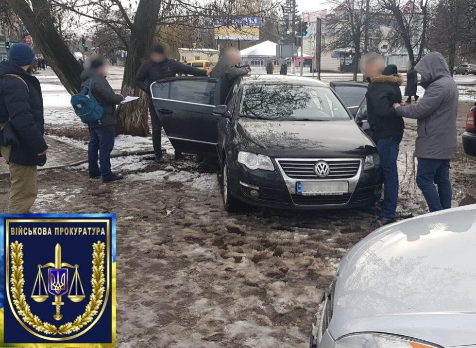 В Шостке депутат местного горсовета-чиновник завода «Импульс» попался на взятке