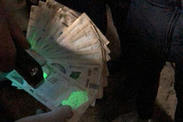 В Херсонской области полицейский начальник попался на взятке