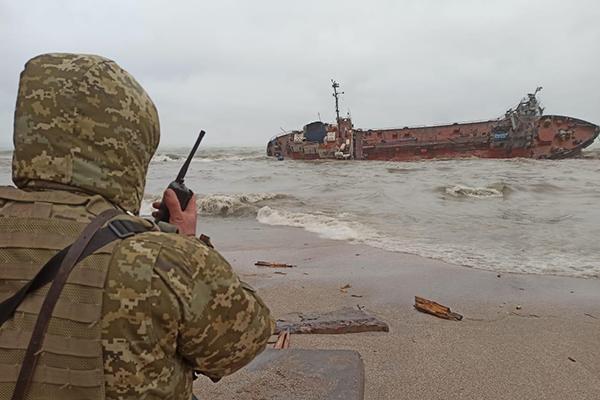 Капитана танкера Delfi подозревают в нарушении правил безопасности движения и эксплуатации судна