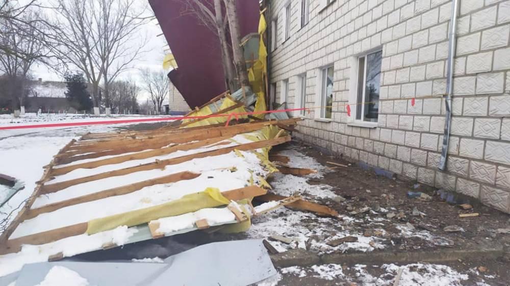 В Одесской области сдвух школ упали новые крыши