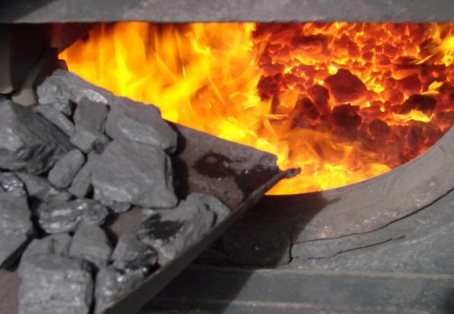 В НКРЭКУ помогали нелегальному бизнесу Кононенко-Шкрибляка, завышая нормы расхода угля для списания излишков