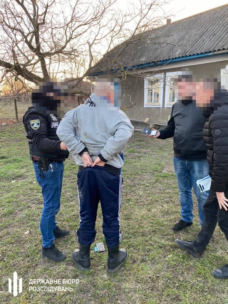 В Сокирянах пограничник сбывал наркотики военным